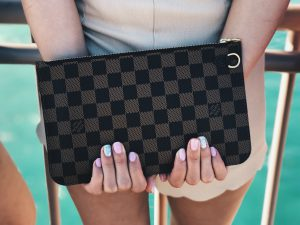 A New Class of Consumers Is Changing the Luxury-Goods Market {A New Class of Consumers Is Changing the Luxury-Goods Market} – English